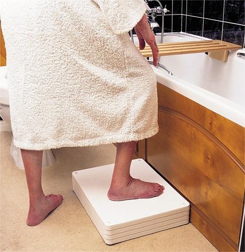 Marchepied de salle de bain langham - Marche pied salle de bain ...