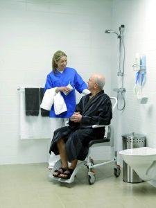 chaise de douche avec roulettes clean. Black Bedroom Furniture Sets. Home Design Ideas