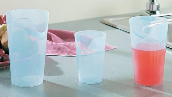 verres gobelets tasses avec bec verseur pour malade. Black Bedroom Furniture Sets. Home Design Ideas